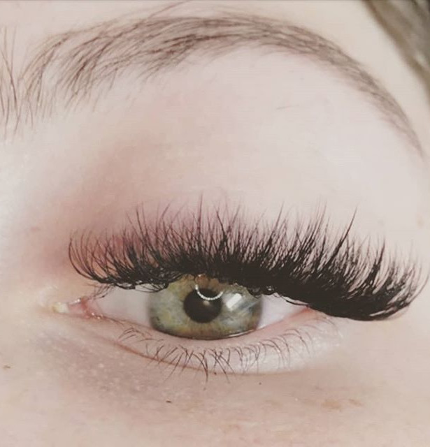 A beautiful set of volume lashes for thi