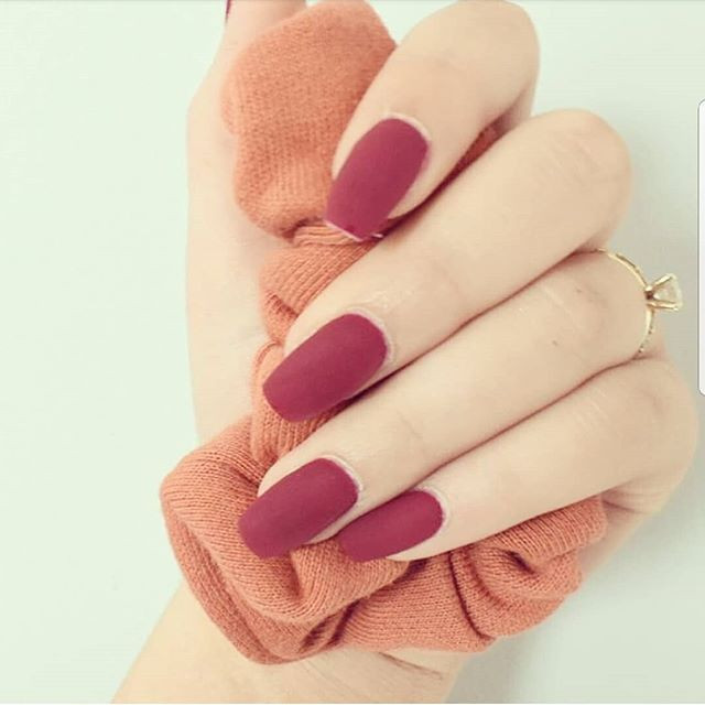 Loving these love red nails! So bold. Ge