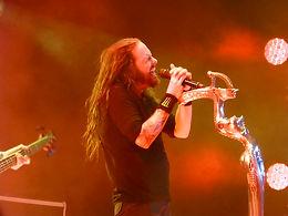KornのJonathan Davisがバンドロゴ誕生秘話を語る。