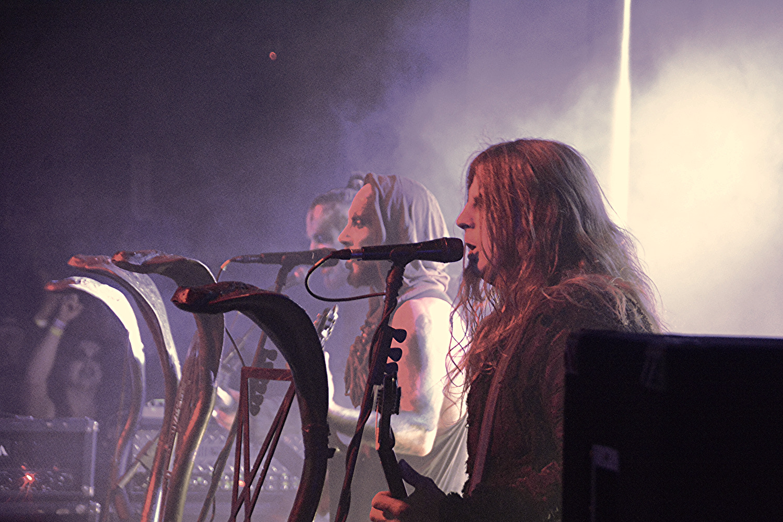 OrionとSethもバックヴォーカルとしてバンドを支える