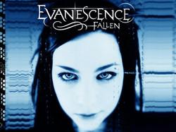 EvanescenceのAmyがデビュー曲の舞台裏を語る。