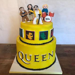 "Amazing Queen Cake for ""Fox Uk Productio"