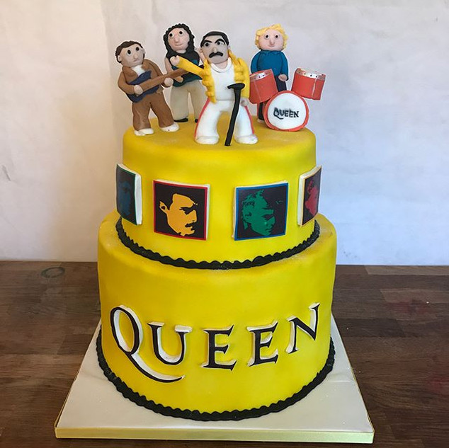 "Amazing Queen Cake for ""Fox Uk Productio"