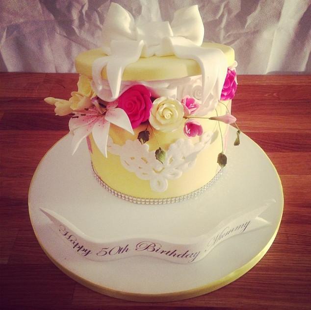 Flowers Gift Box cake #sugarcakesco #sug