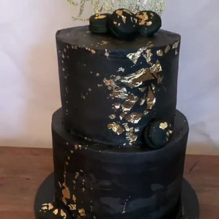 Black and Gold Flake Cupcakes #gold #sug