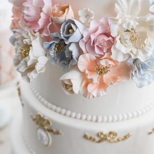 Luxurious wedding cake _.jpg