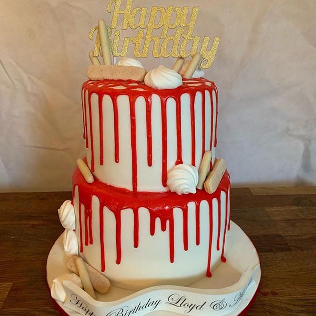 Red & White Drip Cake #sugarcakesco #sug