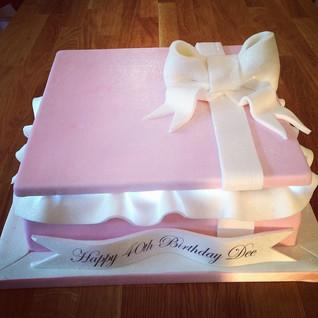 Gift Box with lights cake #sugarcakesco