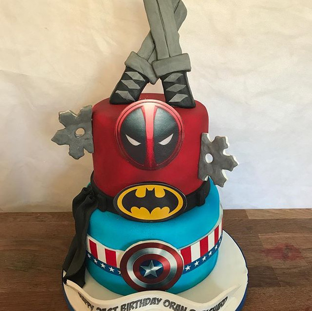 Superhero Cake #sugarcakesco #cakes #dea