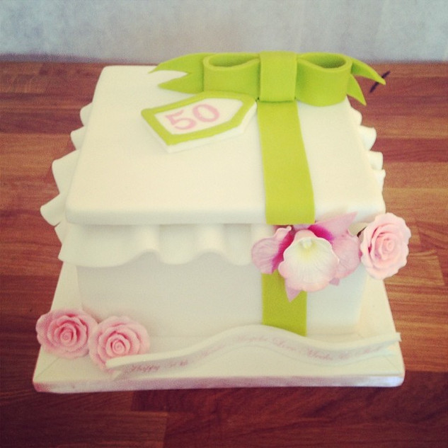 Gift Box Flower Cake #sugarcakesco #suga