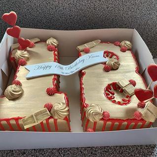 Red & Gold Drip Cake #sugarcakesco #suga