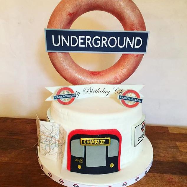 Simple London Underground Cake #sugarcak