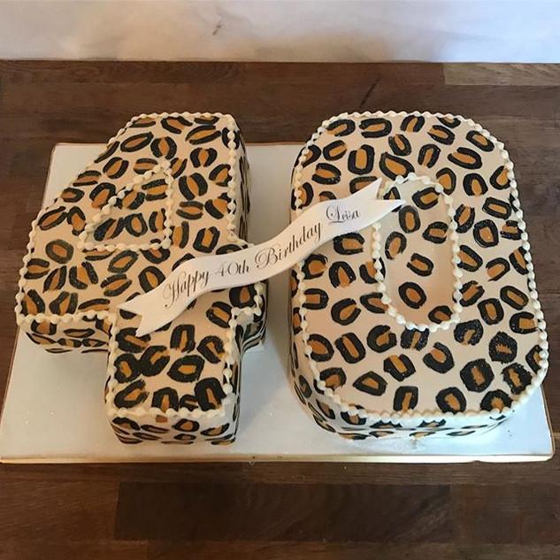 Hand Painted Leopard print cake #sugarca