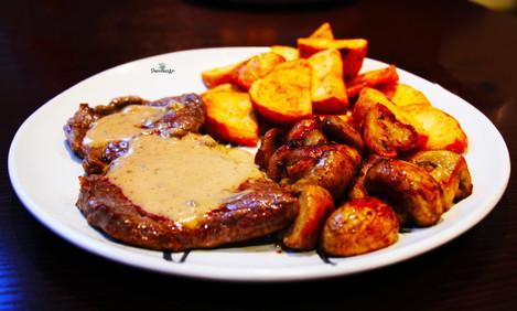 Steak with peppercornsauce