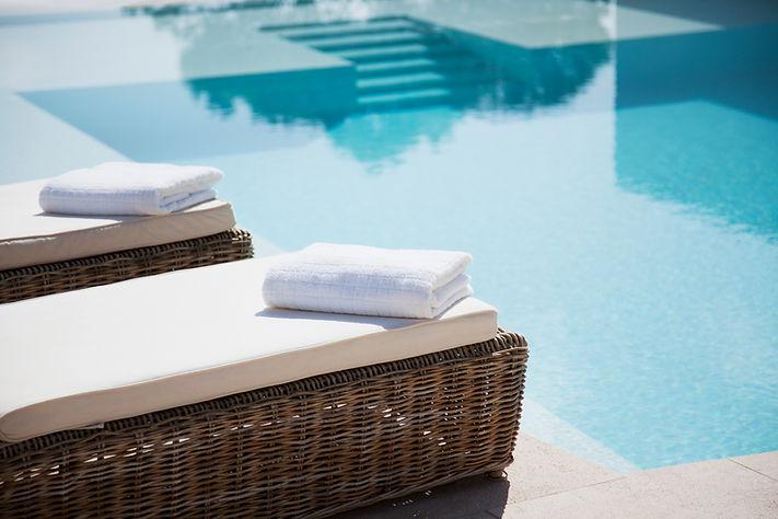 Отель бассейн