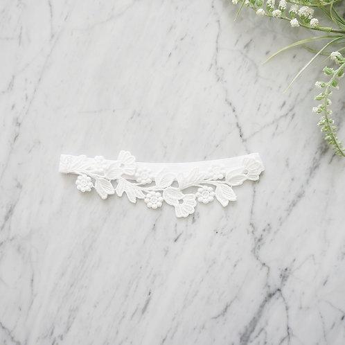 white lace bridal wedding garters
