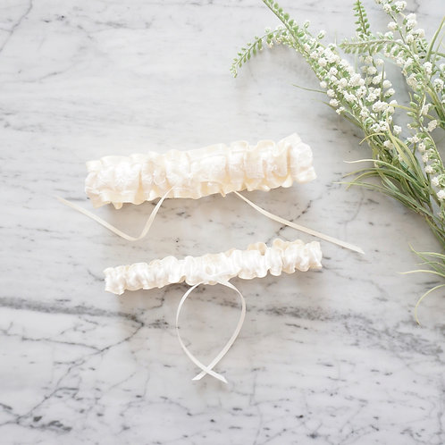 ivory lace wedding garter set