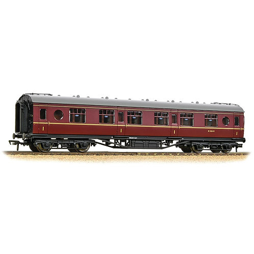 Bachmann 39-456 57 ft ex-LMS 'Porthole' first corridor M1126M in BR maroon