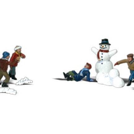 N Gauge Figures Snowball Fight
