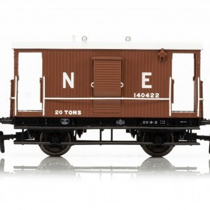 Hornby R6833 LNER 20 ton 'Toad B' brake van 140422 in LNER bauxite