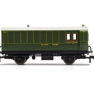 Hornby R40088 4 wheel full brake 762 in SR olive green - Era 3. Due Feb-21.