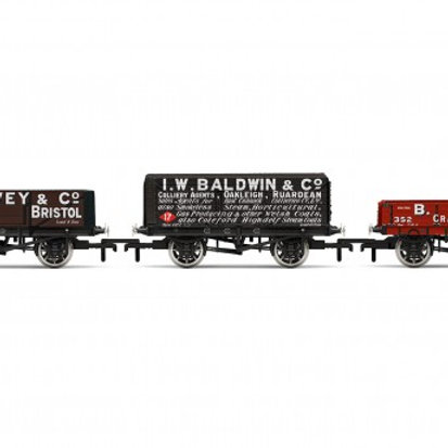 Hornby R6882 Plank Wagon Three Pack