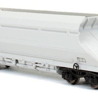 Dapol 2F-026-004 HIA aggregate limestone hopper 369044 in Freightliner white
