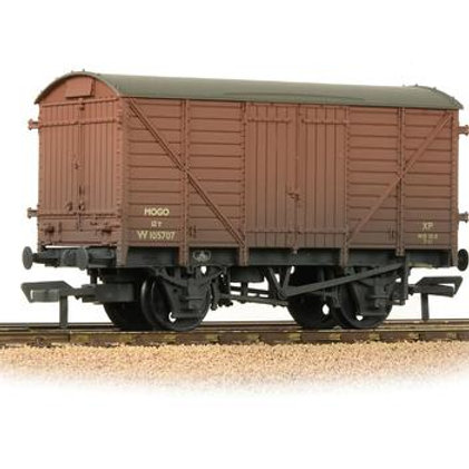 Bachmann Branchline 38-180C 12 ton fruit van with plywood sides in BR bauxite