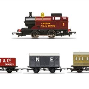 Hornby R30035 Starter steam train pack with 0-4-0 tank locomotive, 4 wheel coach
