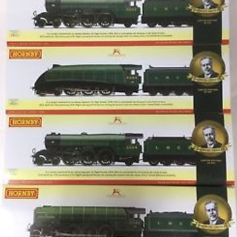 Hornby R3500 Sir Nigel Gresley Collection