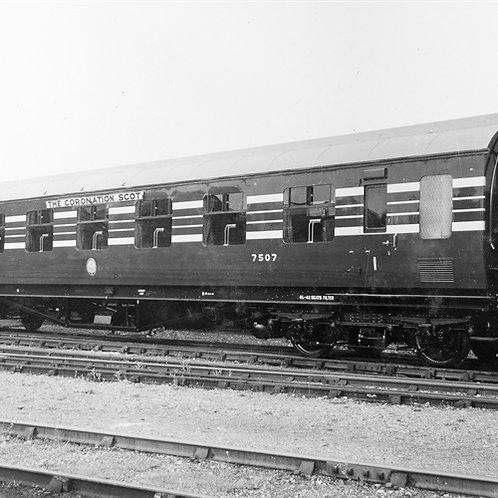Hornby R4964 Stanier Period III 65' RFO D1902 7507 in LMS Coronation Scot blue