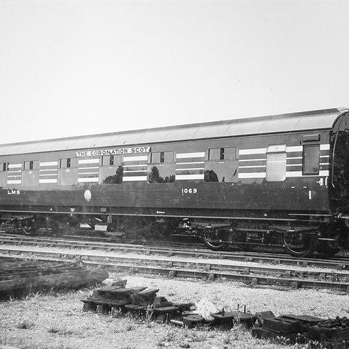 Hornby R4962 Stanier Period III 57' FK D1960 1069 in LMS Coronation Scot blue