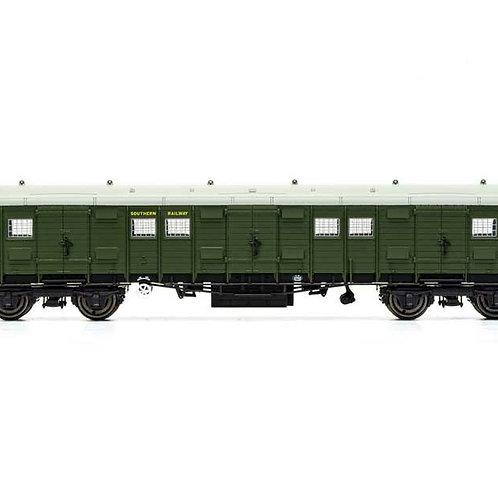Hornby R60020A SR gangway luggage bogie van 2471 in SR olive green