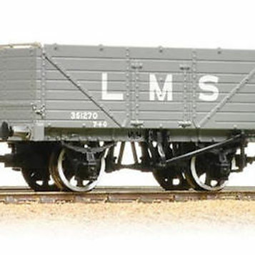 Bachmann Branchline 37-088 7 wagon with end door 351270 in LMS grey