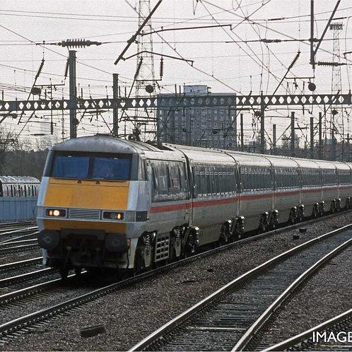 Hornby R40156B BR, Mk4 Standard, Coach D - Era 8