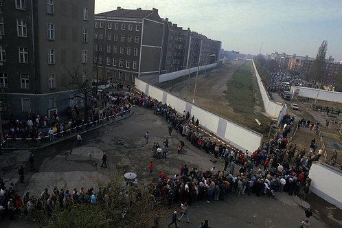 Habitants de Berlin Est passant à l'ouest le lendemain de la chute du mur 11/89