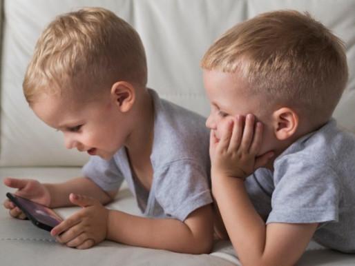 Crianças no YouTube: Pais devem ficar atento ao conteúdo assistido