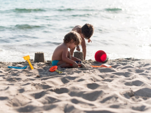 Por que brincar de areia faz bem às crianças?