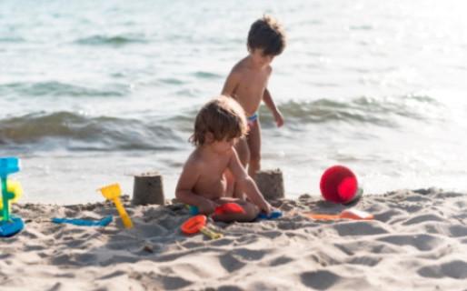Verão na praia: Como cuidar da segurança das crianças?