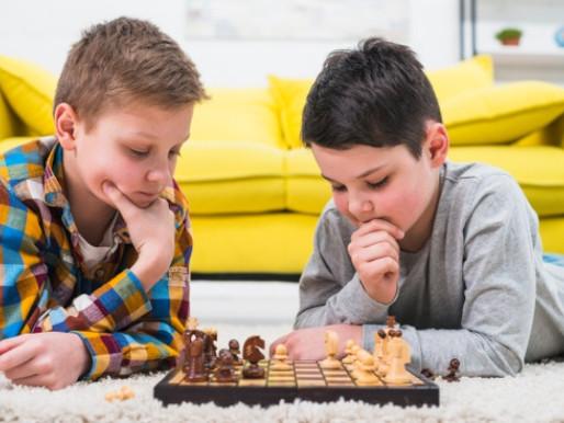 Jogos de tabuleiro trazem diversos benefícios para as crianças