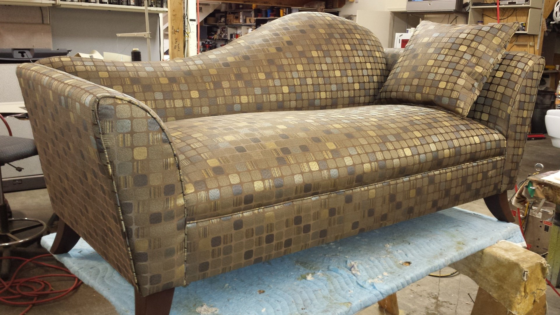 new modern design gold couch-4128x2322