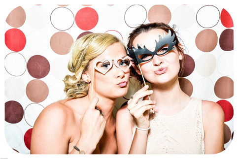 photo-booth-wedding-party-girls-160420.j
