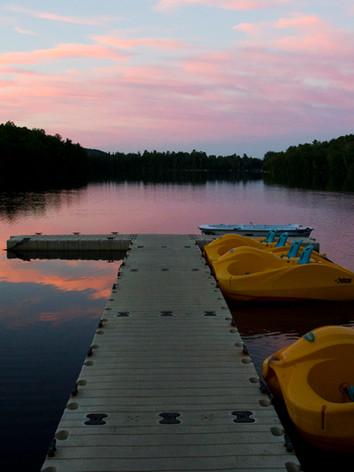 sunset-dock-auberge-du-lac-morency-quebec-canada.jpg
