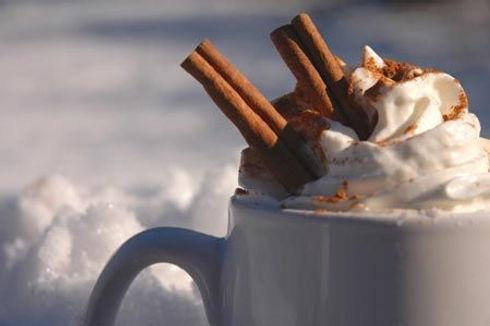hot-cocoa-in-snow.jpg