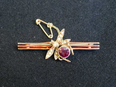 9ct Insect bar brooch