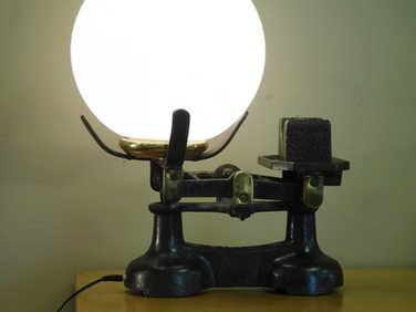Kitchen scales light
