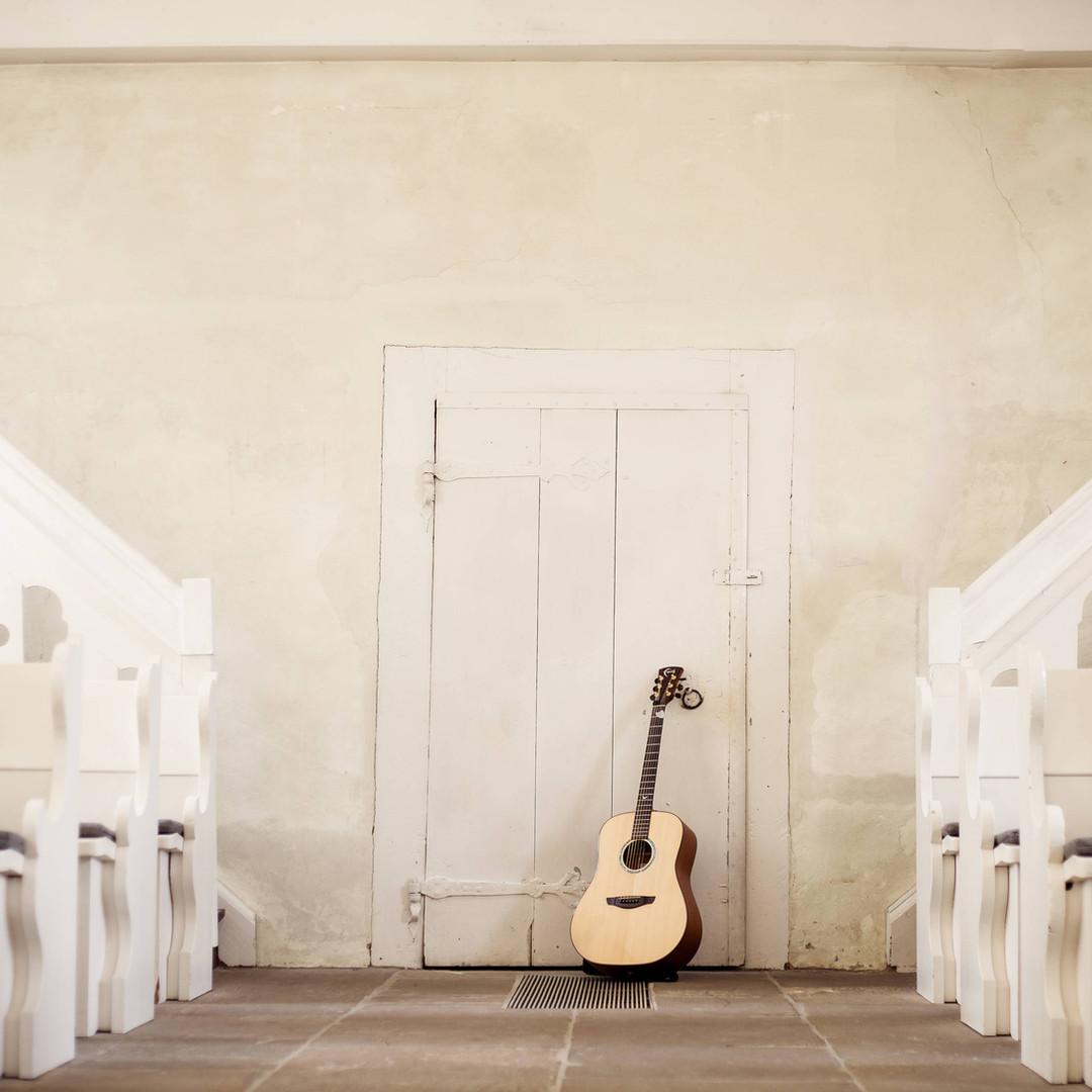 Sängerin-taufe-hannover-Sängerin-willkommensfeier-hannover-hochzeitssängerin-hannover-Hochzeitssängerin-niedersachsen-tauflieder-kirche-modern-moderne-musik-kirchliche-trauung-taufe