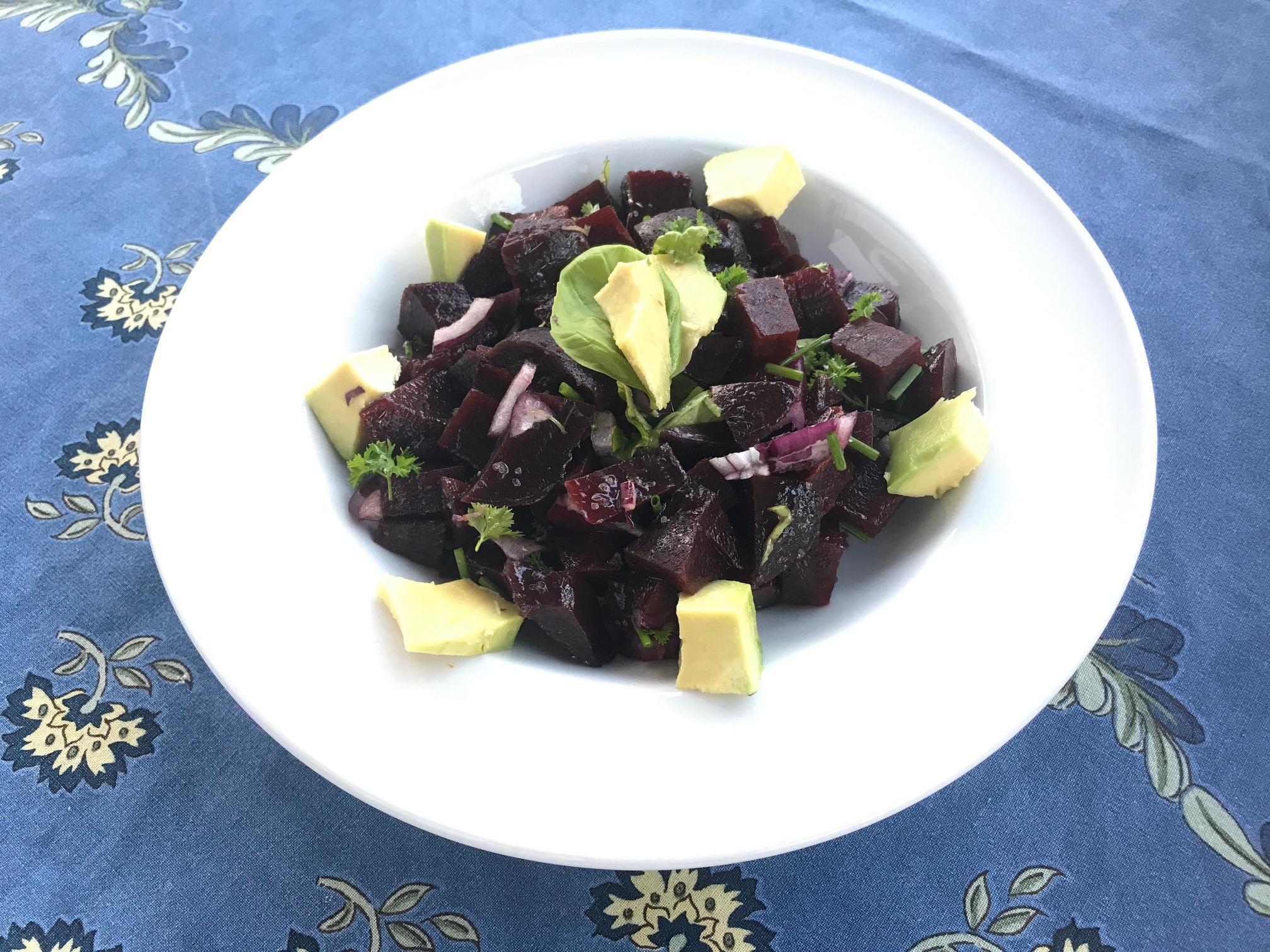 Leichte Schnelle Sommerküche : Salat von roter beete mit avocado leichte sommerküche