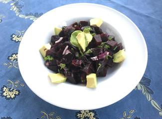 Salat von roter Beete mit Avocado - leichte Sommerküche