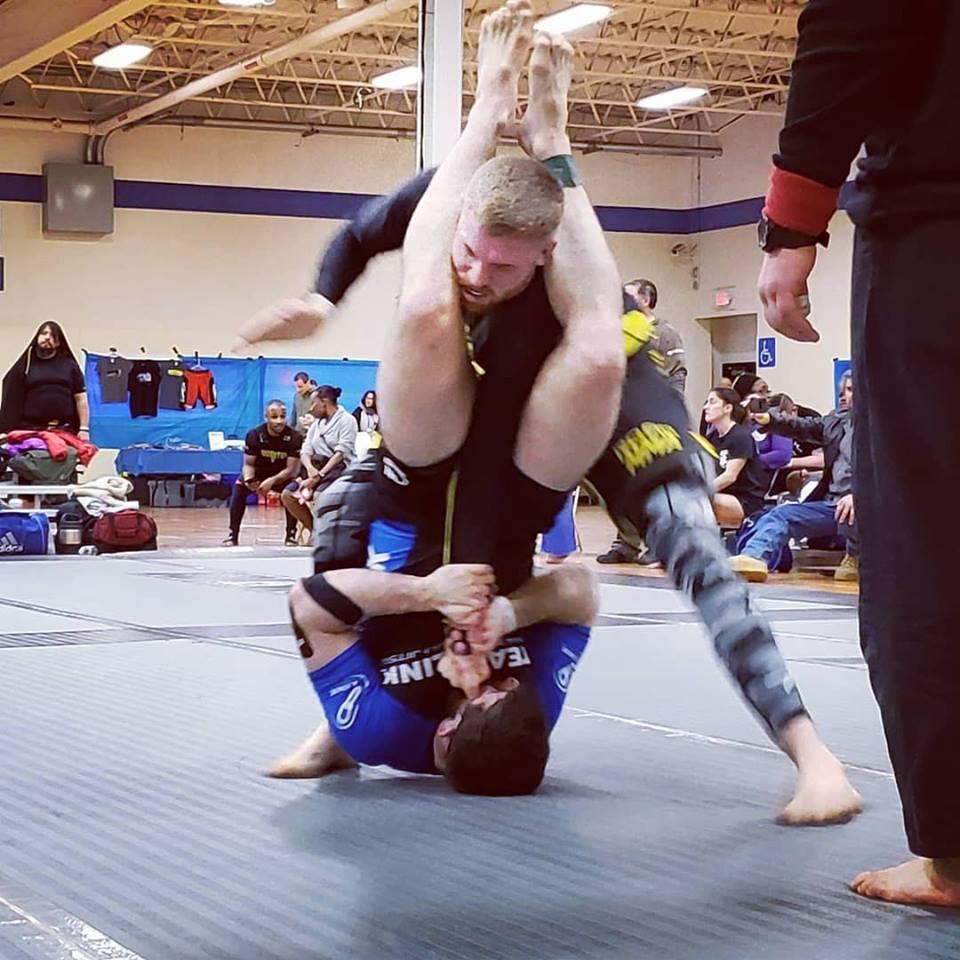Scott Cohn armbars an opponent